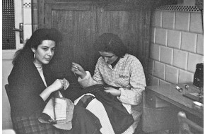 1949 - Apprendiste sarte al lavoro su un abito da uomo 68d70d4350d
